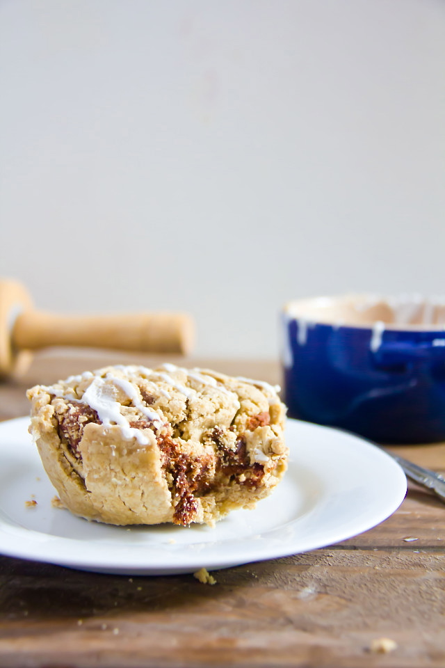 Microwave Cinnamon Roll for One1