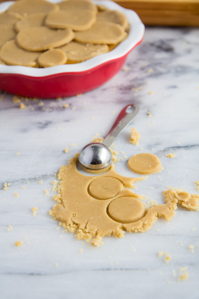 Pie Crust Designs...little circles!! Use a teaspoon to punch out baby circles for your pie crust! #glutenfree