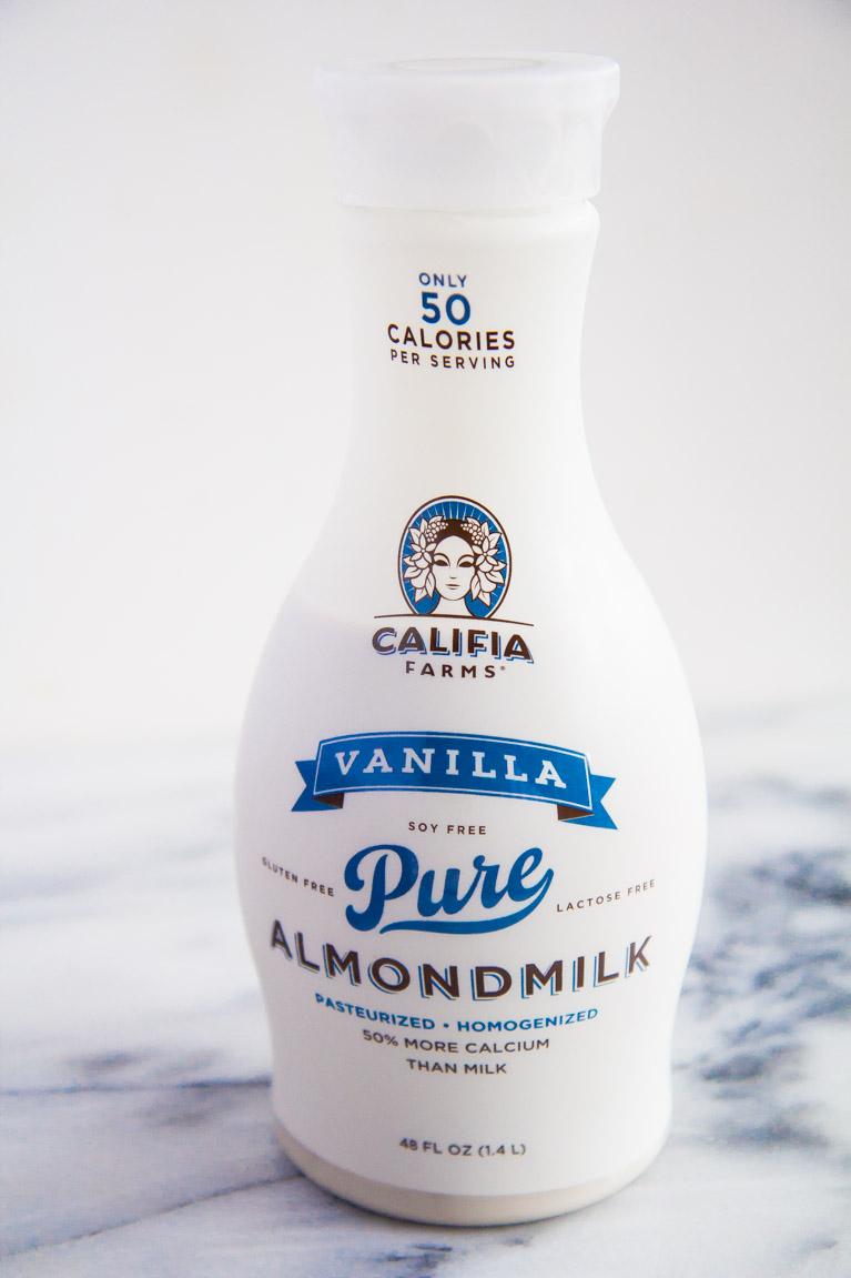 Soft Gingerbread Sandwich Cookies that pair perfectly with Califia Farms Vanilla Almondmilk! #spon #vegan