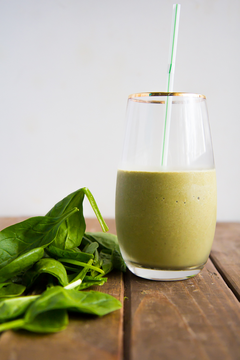 The perfect green smoothie made with cocoa!
