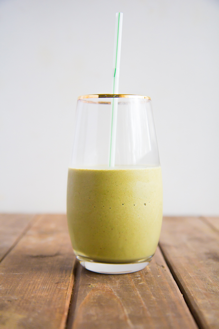 The perfect green smoothie made with cocoa & almond butter!