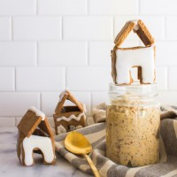 gingerbread overnight oats with little gingerbread houses | immaEATthat.com