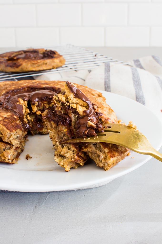 peanut butter cup stuffed oatmeal banana pancakes | immaEATthat.com