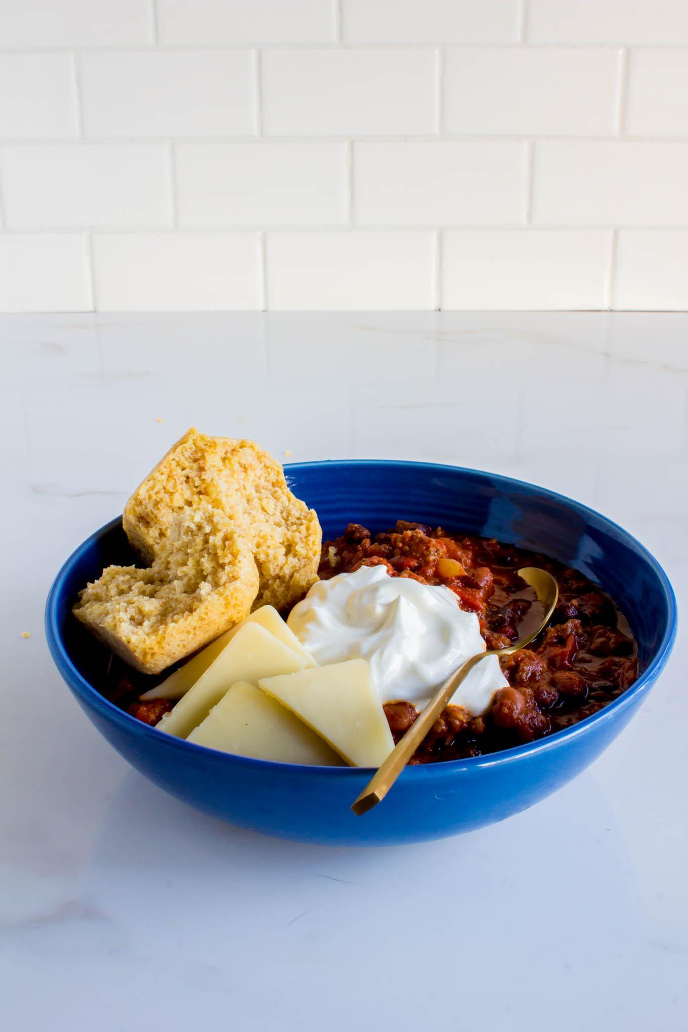 classic chili & cute cornbread muffins | immaEATthat
