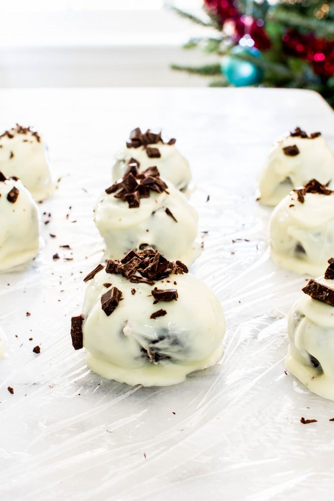 Christmas Cookie idea for holiday cookie exchange...Delicious Oreo Balls! Only 3 ingredients needed. | immaEATthat.com