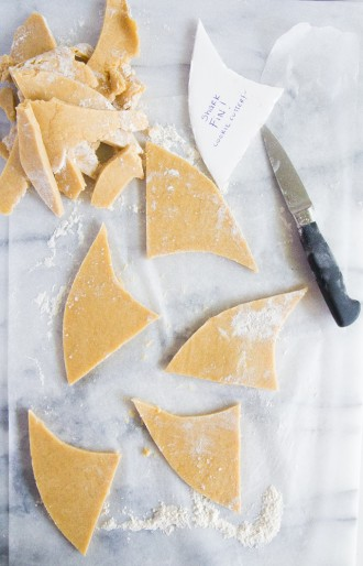 Shark fin cookies for shark week \\ immaEATthat.com