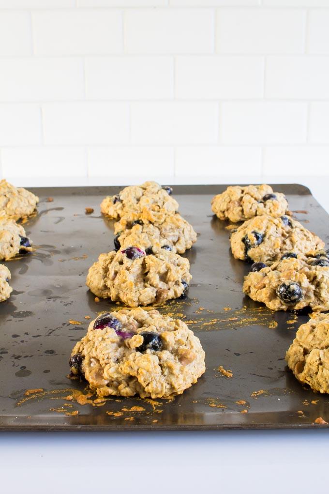Peanut Butter Chip & Blueberry Oatmeal Breakfast Cookies | immaEATthat.com