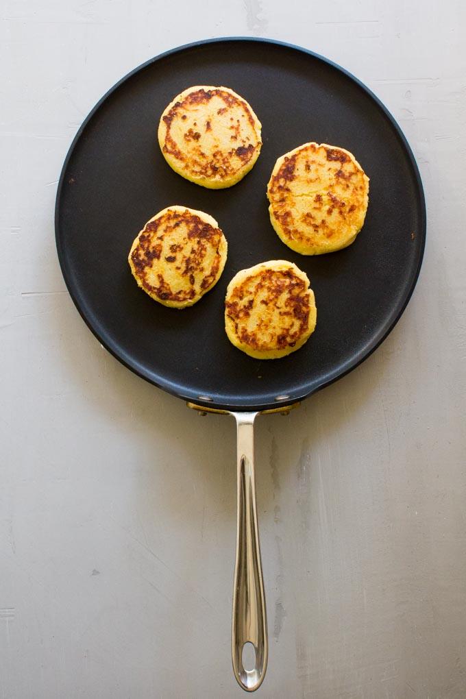 Breakfast Arepas. Like a cornbread meets a pancake. | immaEATthat.com