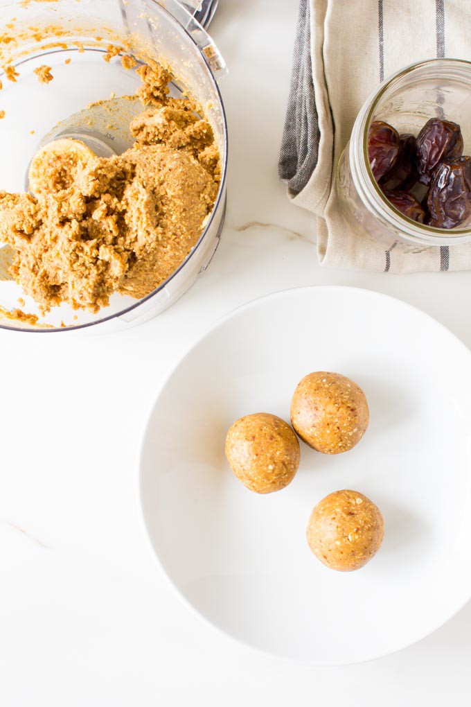doughy peanut butter cookies (no-bake!). Made with oats & dates! | immaEATthat.com
