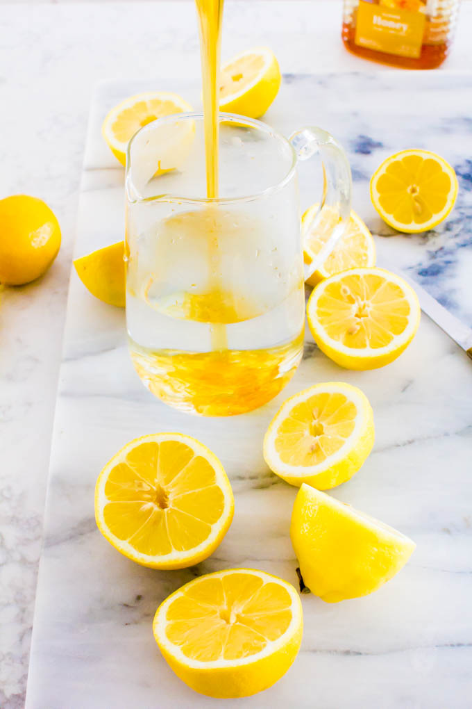 honey lemonade with layered ice cubes | immaEATthat.com