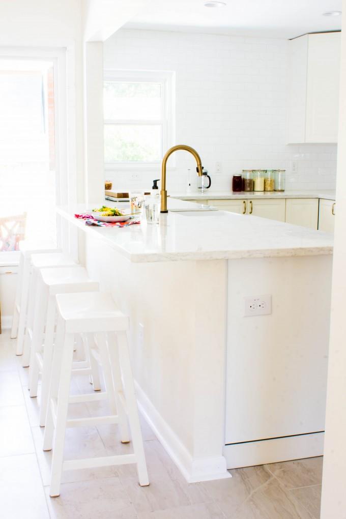 white & gold kitchen | immaEATthat.com