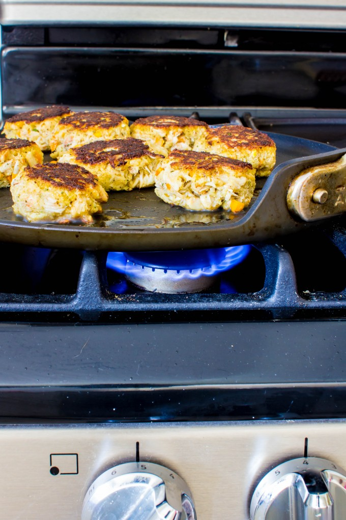 easy dinner = crab cakes | immaEATthat.com
