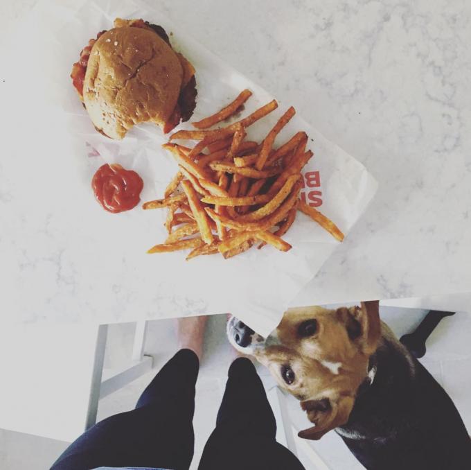 satisfying food = smashburger burger + sweet potato fries | immaEATthat.com