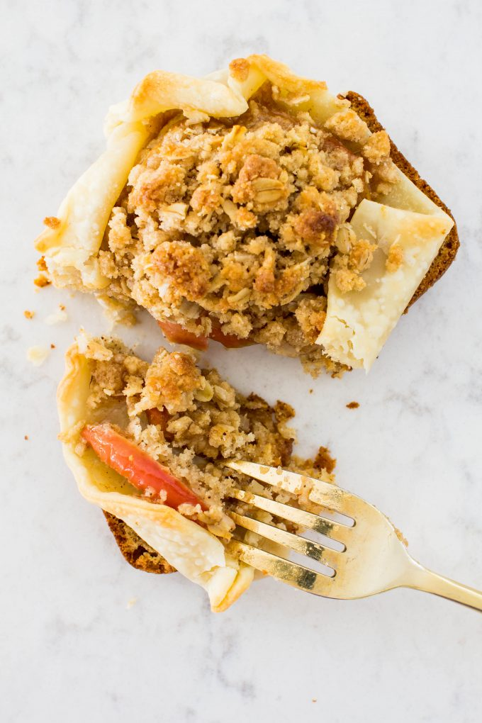apple pie toast. The perfect festive, holiday breakfast for Thanksgiving or Christmas! | immaEATthat.com #sponsored