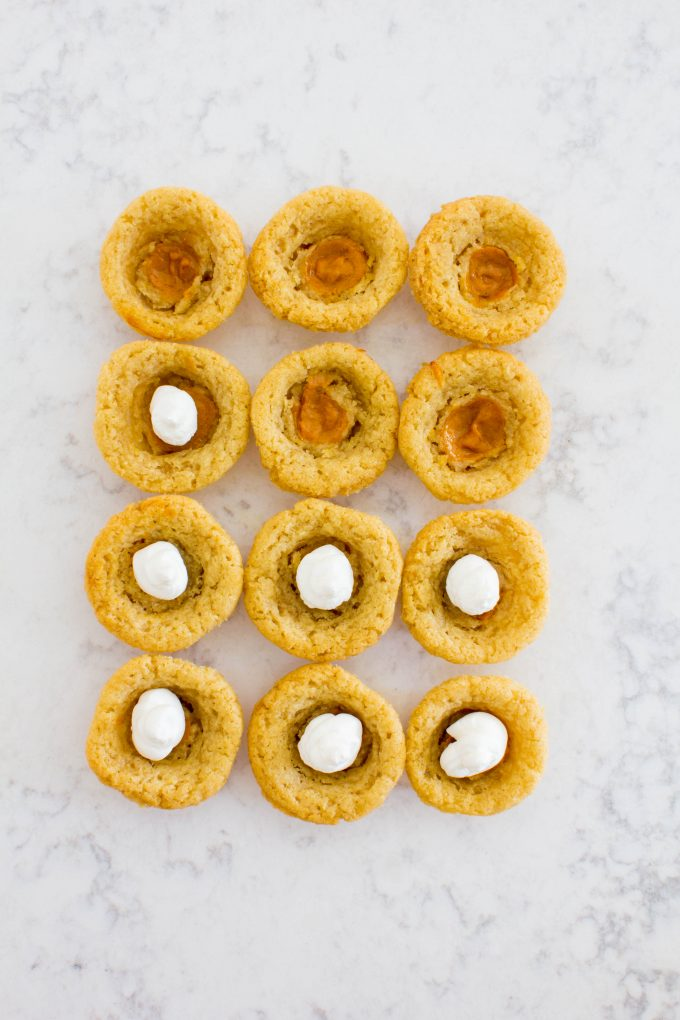 mini pumpkin pie cookies. Perfect for your holiday cookie exchange! | immaEATthat.com